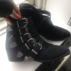 De populære og originale Pavement støvler.   Brugt én gang. Forsendelse betales af køber.