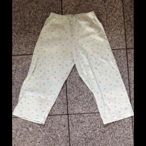 Brand: Schiesser Varetype: Pyjamas bukser med små blomster Farve: Hvid
