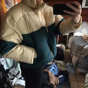 Sælger denne fede jakke fra Weekday, har brugt den 1 gang🤪