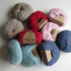 Lækker garn af 77% Alpaca 23% silke.  Strikkefasthed: 10 cm= 17-24 masker på pind nr. 5. Løbelængde: 25 g = 140 meter  Ikke ryger hjem/ heller ikke husdyr  Sendes med DAO for 38 kr
