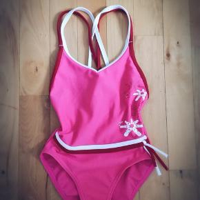 Adidas ny pink badedragt str 4 år 104 cm.