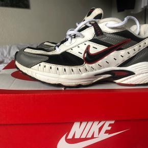 Sjældne retro limited Nike sneakers sælges, da de er for små. Str. 37,5. Sendes med DAO for købers regning.  Søgeord: Retro, Vintage, Secondhand, Adidas, Reebok, Vans, Asics, Carhartt