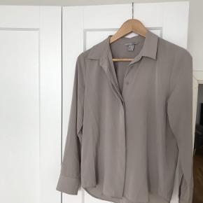 Beige skjorte