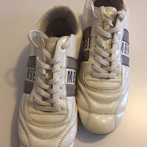 Brugt max 3 gange. Super fede.  Kondisko sneakers ————- Sko Glans Højglans Lak Sneaks Hvide sko Hvide sneakers Nike,  Adidas Puma