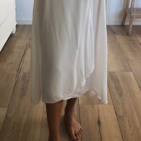 Vildt fin slå om nederdel fra Envii. Aldrig brugt. Byd gerne.