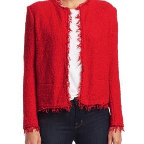 Strikket jakke fra IRO sælges. Jakken er i modellen Shavani, er i fin strikket kvalitet, rød og er en str. 42. Jakken er brugt 2-3 gange og renset på renseri og er rigtig fin i standen. Jakken er købt hos Magasin. Sælges for 850 kr. plus porto. Kvittering haves.