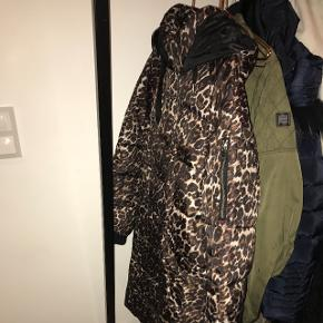 Sælger denne vinter jakke fra Only som aldrig er brugt!:)