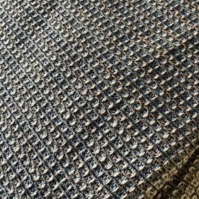 Mega stort tæppe fra Sinnerup i str 280 x260 cm. Tæppet hedder Land og har bare ligget i et års tid.  Er som nyt og nypris 799 kr.  Smid gerne et bud.
