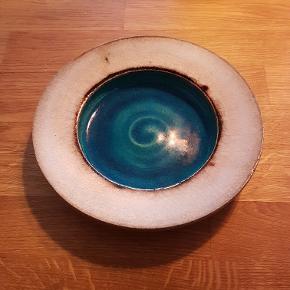 Kähler, HAK, lille skål i den mest smukke turkise farve. Der er et lille hak, men det er svært at se om det er en der har været der altid. Men ikke noget man lægger mærke.