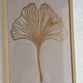Flot billede .... Kunstner Monica Pedersen. Mål.H. 41 CM. B.29 CM. Indrammet i Nature ramme. Ny pris KR.554.Decorateshop. Perfekt stand.