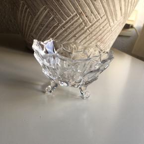 Lille bitte skål, kan bruges til sukker eller et fyrfadslys.