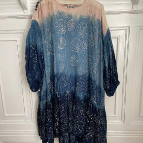 Story Mfg kjole