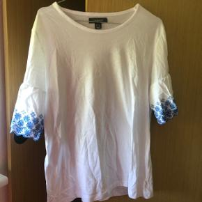 T-shirt fra primark  Str L men lille i str svarer til en M 50 kr