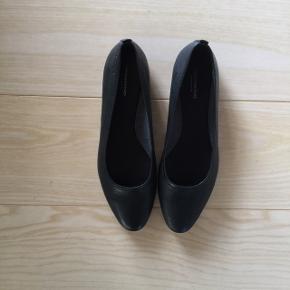 Vagabond Flats, Aldrig brugt. Nørre Tranders - Helt nye sko. Vagabond Flats, Nørre Tranders. Aldrig brugt, Er måske blevet prøvet på men aldrig brugt. Ren men ikke vasket. Ingen mærker eller skader