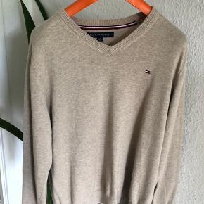 Tommy Hilfiger sweater  Størrelse M. Nypris 1000