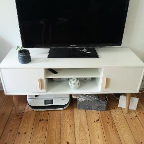 Flot TV bord sælges til 450 kr