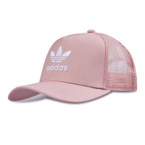 """Helt ny Adidas """"Trefoil Trucker Cap"""". Købt i Frankrig. Brugt én gang. Byd :)"""