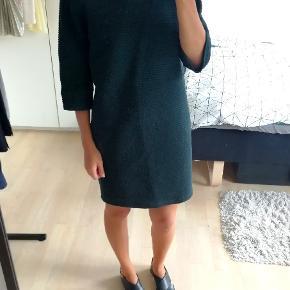 Smuk mørkegrøn kjole fra Drys