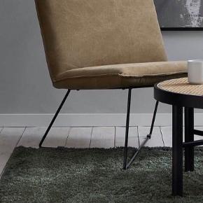 Sælger vores lækre Ryatæppe fra Ellos ny pris var 1300kr vi sælger tæppet for 900 kr. tæppet fejler intet, og sælges da vi har fået ny sofa som ikke passer til tæppet :)
