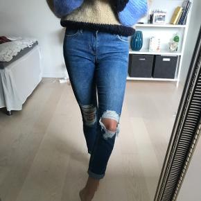 Super lækre bløde jeans.   Kan passes af en xs og small alt efter hvor løse de skal være .  Jeg er 1.72cm