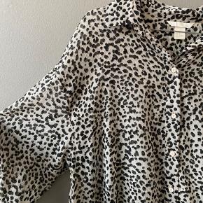 Fin kjole/tunika i leopard fra H&M str. 38.