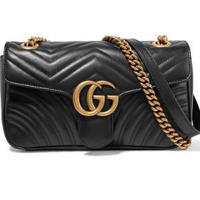 SØGER SØGER SØGER Søger en Gucci Marmont taske i sort kalve læder. Ikke velvet. Er villig til at betale en god sum hvis tasken er i god stand! Søger både i størrelsen small/mini