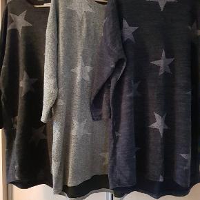 3 kjoler fra creme fraiche kan også bruges uden på bukser 🙂  1. Sort med stjerner. Str. XL  pris. 65 kr.  2. Lysegrå med stjerner. Str. XXL  pris 65 kr.  3. Mørkeblå med stjerner. Str. XL  pris 65 kr.  For alle 3 pris. 180 kr.