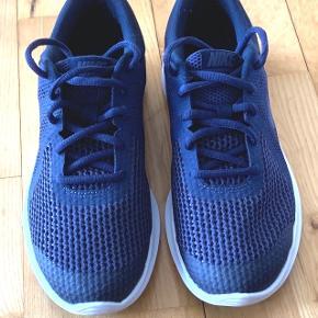 Navy blå Nike sneaks, str, 39 Brugt 1 gang, passer desværre ikke til mine brede fødder  Indvendige mål 24,5 cm
