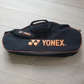 Badminton taske med 2 stor rum og 1 lidt mindre. Køber betaler ts og porto 👍