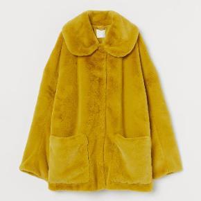 H&M Jakke, Aldrig brugt. Indre By - H&M faux fur Jacket. H&M Jakke, Indre By. Aldrig brugt, Er måske blevet prøvet på men aldrig brugt. Ren men ikke vasket. Ingen mærker eller skader