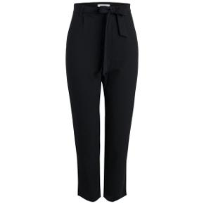 Pieces bukser i sort med bindebånd   størrelse: xs    pris: 150 kr   fragt: 37 kr