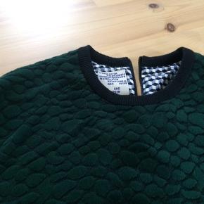 Denne fine bluse med et mønster grøn/sort blusen har også  ternet foer,  sælges og prøvet .