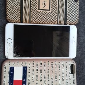 Hej! Sælger min iphone 6+  Eller bytter med en iphone 6s eller iphone se . Den virker helt normal, kan byttes/købes i København. Og pakken medfølger, 2 cover begge ægte. Iphone virker som den skal den er bare smadret på skærmen.. BYD!