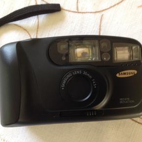 Samsung kamera med opbevaringstaske.