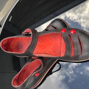 Næsten nye smarte Camper sko, brugt meget få gange.  Ny pris 999kr.