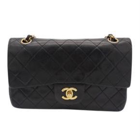 Chanel vintage skuldertaske model 2.55 double flap sælges hvis rette bud kommer.  Som skrevet er den vintage. Minimale brugsspor. Kommer med dustbag.  Sælges ikke for under angivet pris.  Målene er: H: 16 B: 25 D: 7