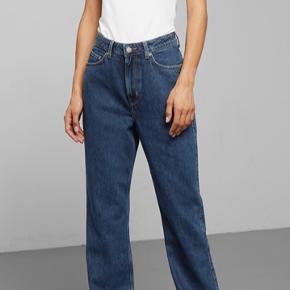 """Jeans fra weekday i modellen """"Row"""". Str. 28/30 Sælges da de er for store til mig✨ Pris inkl. fragt"""