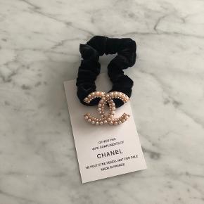 Chanel hårpynt