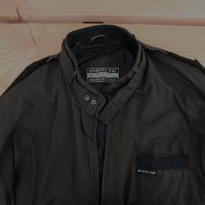 Oversize bomber jacket fra Members Only.  Sælger billigt, da alt skal væk - BYD endelig.
