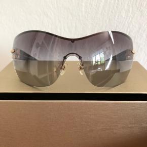 Super flotte solbriller, ikke meget brugt, så ingen ridser eller lignende. Original æske mm medfølger