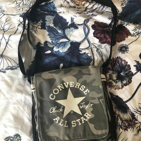Converse crossbody-taske