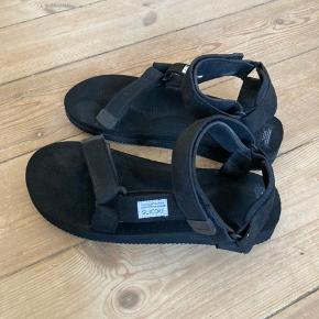 Japanske Suicoke sandaler. US10, UK9. Brugt få gange og i super god stand.