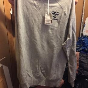 Super lækker Hummel trøje i str XXL.   Nypris 499,95kr
