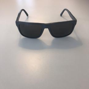 Emporio Armani solbriller i grå få brugstegn er stadig rigtig fine