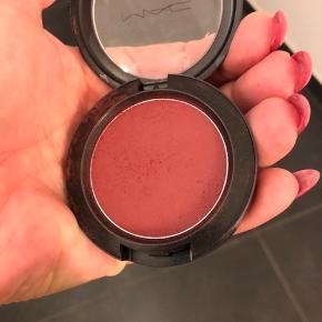 Mac blush fever sælges da farven ikke er mig