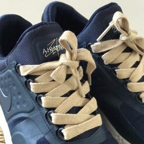 Nike AirMax zero blue i flot mørkeblå farve. Gået med 3-4 gange så er næsten som nye. Lysebrun snørebånd.