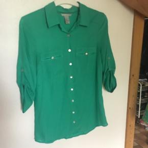 Rigtig flot grøn skjorte, farven er lidt svar at fange, men den er helt klar.
