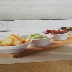 Mærke: zwilling table Et fad af bambus træ med fire skåle. Kan blandt andet bruges til at servere tapas eller dip. Sættet er helt nyt og aldrig brugt