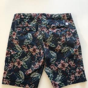 Fra ikke ryger hjem  Fejler intet  Se også de andre shorts og jeans.