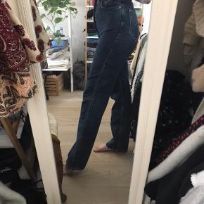 Row jeans i str 27/32. Virkelig god stand, kun brugt et par gange. 😊 *jeg er 170 cm høj